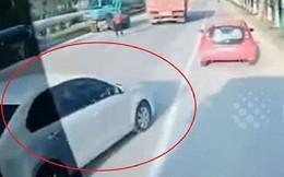 Tài xế ôtô Trung Quốc chặn xe buýt cho vợ bắt kịp chuyến xe