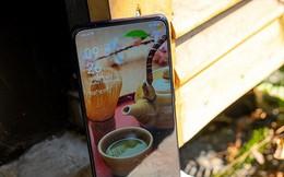 Mở hộp nhanh OPPO F11 Pro tại Việt Nam với camera trước 'thò thụt' và thân máy đổi màu độc đáo