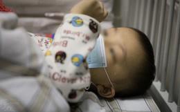 """Bé trai 1 tuổi bị chẩn đoán ung thư bạch cầu, bác sĩ khẳng định """"kẻ sát nhân"""" ẩn mình ngay trong căn nhà mới xây của gia đình"""