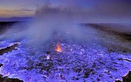 Kỳ lạ ngọn núi lửa có dòng nham thạch xanh