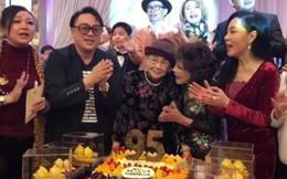 Hé lộ hình ảnh từ bữa tiệc tiêu tốn 7 tỷ đồng, la liệt quà dát vàng mừng thọ 95 tuổi của mẹ Mai Diễm Phương