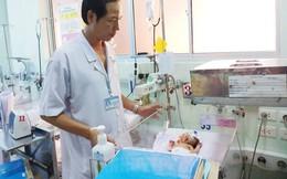 Bé gái sơ sinh nặng 2,1 kg mang khối bướu quái gấp 1,5 lần cơ thể