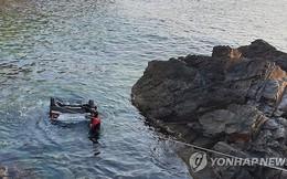 Ô tô lao vào lan can rơi xuống biển, 5 sinh viên tử vong