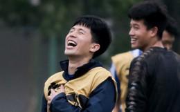 Đình Trọng xâu kim ghi bàn đẳng cấp, cười ngặt nghẽo khi lừa được đàn anh Minh Long