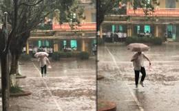 Hình ảnh đáng yêu về cậu bạn đội mưa mua bữa sáng cho người thương, đi đâu để tìm lại tình yêu học trò trong trẻo như thế?