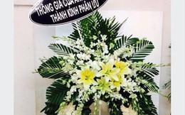 Đặt vòng hoa viếng đám ma trên mạng, khách sốc tận óc khi nhận được vòng hoa hồng như cổng cưới
