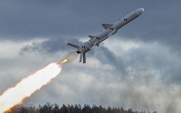 """Ukraine thử nghiệm tên lửa giữa lúc """"nước sôi lửa bỏng"""""""