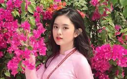 Chọn áo dài hồng làm đồng phục, nữ sinh trường Đại học này đang gây sốt bởi vì quá duyên dáng!