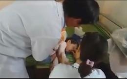Ngoạn mục cứu bé gái 2 tuổi đuối nước đã nổi lên mặt ao