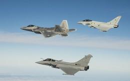 """F-22 Raptor Mỹ bị máy bay Pháp """"bắn hạ"""" trong không chiến tầm gần?"""