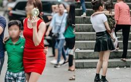 Bất chấp biển cấm, nhiều du khách vẫn mặc váy ngắn quần cộc đến lễ hội Đền Hùng