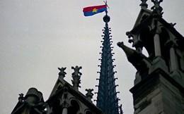 Lá cờ Mặt trận Dân tộc Giải phóng miền Nam Việt Nam từng tung bay trên tháp Nhà thờ Đức Bà Paris