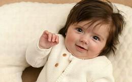 Bé gái bị nhầm là búp bê vì vừa chào đời đã có mái tóc dày bồng bềnh đến khó tin