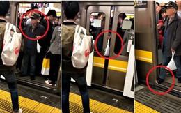 Clip: Ông chú Nhật Bản 5 lần 7 lượt dùng tay ngăn tàu điện đóng cửa khiến ai thấy cũng phải bức xúc