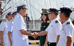 Hải quân Singapore đón Tàu buồm 286 Lê Quý Đôn cập cảng Changi