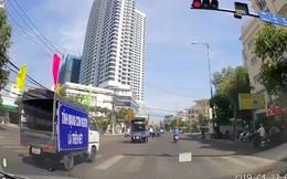 Phản cảm khi đoàn xe tuyên truyền an toàn giao thông lại vượt đèn đỏ