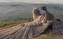 Cận cảnh tác phẩm điêu khắc đại bàng lớn nhất thế giới