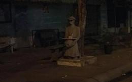 Tượng mang kính râm ban đêm khiến người qua đường khiếp vía, khi biết được lý do đằng sau ai cũng bật cười