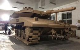 Kỳ công ghép hàng ngàn mảnh bìa carton thành mô hình xe tăng chiến đấu trông như thật với tỷ lệ 1:1
