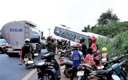 Tránh chiếc ô tô bị côn đồ bao vây, xe khách cắm đầu xuống hục