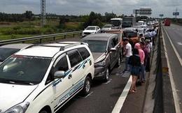 Xe cộ tắc dài hàng cây số, cao tốc Pháp Vân - Cầu Giẽ tạm cấm đường