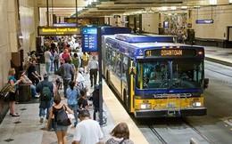 """Mỹ: Quấy rối tình dục trên xe buýt tăng gấp 3, quan chức GTVT nói """"tin tốt"""""""