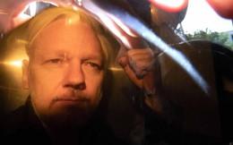 """Nhà sáng lập WikiLeaks nhận án tù """"nhẹ nhàng"""" ở Anh"""