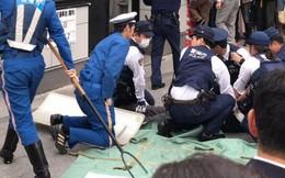 Thiếu tiền quá, người đàn ông đánh liều cầm dao đi cướp chốt cảnh sát