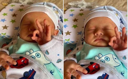 """Bức ảnh """"nóng"""" nhất MXH: Em bé sơ sinh đang ngủ cũng tranh thủ tạo dáng, dân mạng trổ tài đoán ý nghĩa dấu tay"""