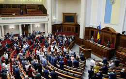 """Tân Tổng thống Zelenskiy """"nếm trái đắng"""" đầu tiên từ Quốc hội Ukraine"""
