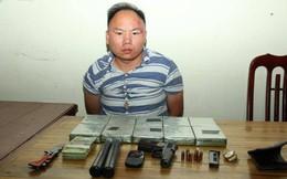 Mang súng, dao găm chở 10 bánh heroin từ Bắc vào Nam