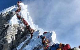 """Hai nhà leo núi chết thảm vì """"ách tắc giao thông"""" trên đỉnh Everest"""