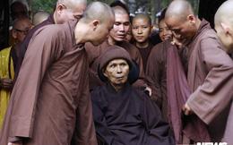 Thiền sư Thích Nhất Hạnh dự lễ cất nóc chánh điện chùa Từ Hiếu