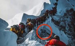 Bức ảnh rợn người bóc trần sự thật khủng khiếp trên đỉnh Everest