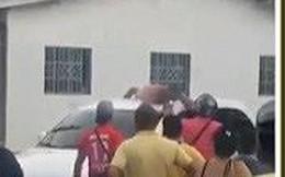Bắt chồng nude trên nóc xe vì ... ngoại tình