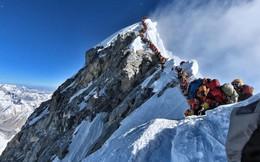 Tại sao lại có quá nhiều người bỏ mạng trên đỉnh Everest năm nay?