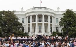 Đặc vụ Mỹ bắn gục người đàn ông gần Nhà Trắng