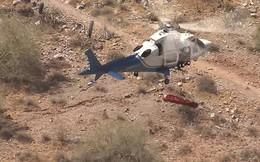 Trực thăng cứu hộ xoay cáng chở cụ bà 74 tuổi như chong chóng trên không