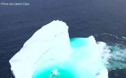 """Video: Kinh ngạc núi băng """"giấu"""" cả hồ nước trong xanh bên trong"""