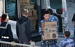 Binh sĩ Trung Quốc tranh thủ mua sữa công thức khi tàu chiến thăm cảng Sydney