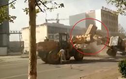 6 máy xúc 'đánh nhau' quyết liệt trên đường phố Trung Quốc
