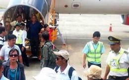 Nam hành khách la hét chạy khỏi máy bay ở Tân Sơn Nhất
