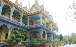 Ảnh: Bảo tháp với kiến trúc độc đáo thu hút đông đảo giới trẻ miền Tây