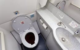 Phát hiện toilet máy bay bị tắc, nhân viên vệ sinh rùng mình lôi lên một thai nhi bị vứt bỏ, cả chuyến bay bị hủy để điều tra