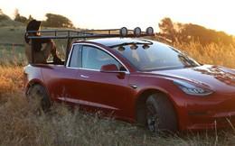 """YouTuber """"thừa tiền"""" cưa đôi Tesla Model 3 thành xe bán tải"""