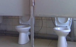 """Thiết kế siêu thảm họa của các WC này khiến bạn tự nhủ """"thà nhịn còn hơn"""""""