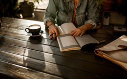 Đọc sách có 3 giai đoạn, đời người cũng có 3 tầng cảnh giới: Điều tuyệt diệu nhất trên đời là đọc sách và đọc chính chúng ta!
