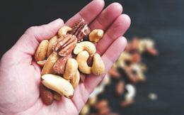 Nên để vỏ hay bóc vỏ khi ăn các loại hạt?