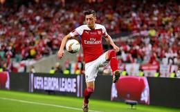 Không có đại gia nào ngỏ lời, Mesut Ozil buộc phải ở lại Arsenal