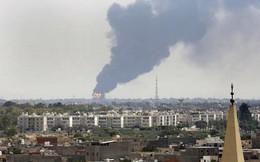 Libya: Khu vực gần Tripoli hứng không kích, 120 người thương vong